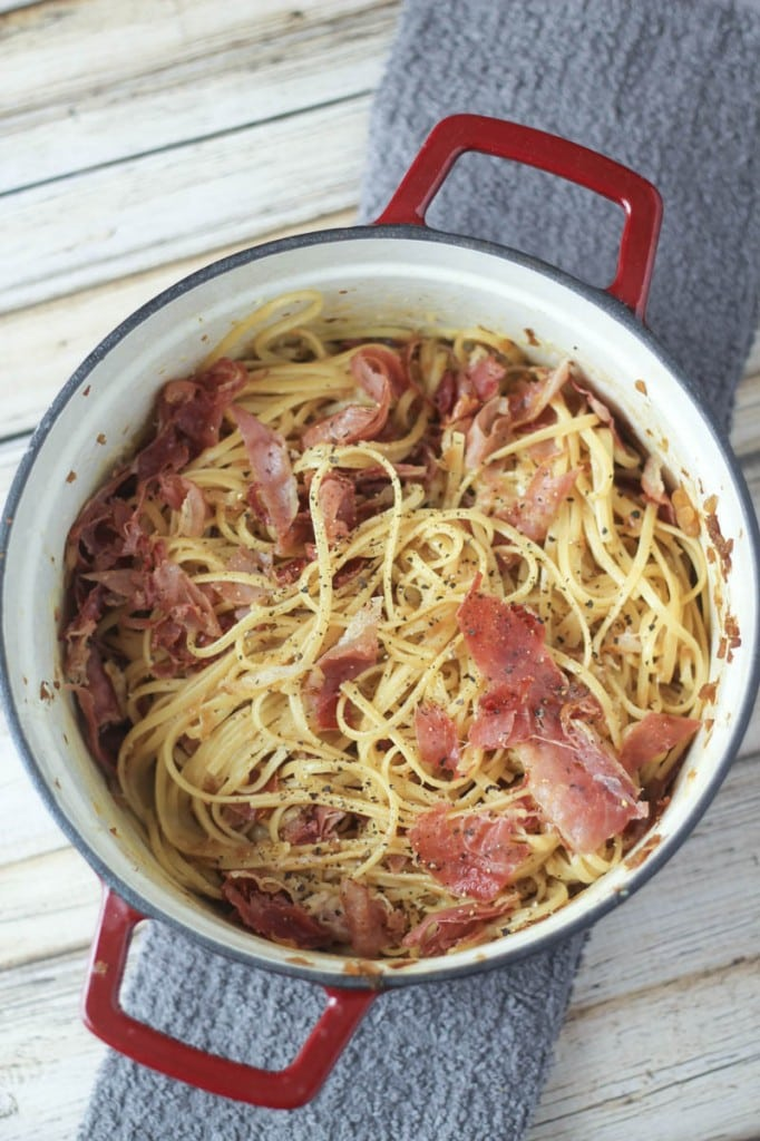 Looking for Linguine recipes? Try this delicious one today! Linguine Squarcierella: this delicious linguine pasta recipe combines linguine, prosciutto, onion, garlic, eggs, black pepper and Parmesan cheese to make the best pasta ever!