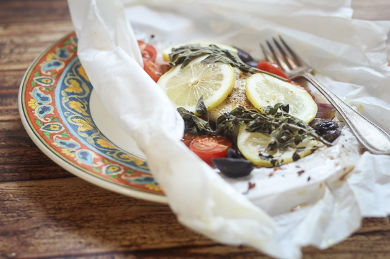 Greek Fish en Papillote - a super easy packet cooking recipe. Healthy and done in 20 minutes!