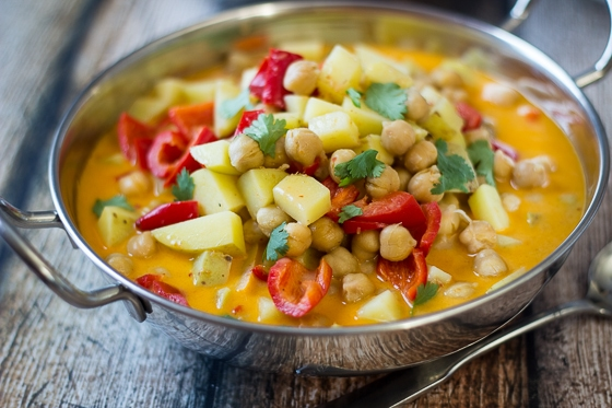 6 Ingredient Vegan Chickpea Curry Recipe