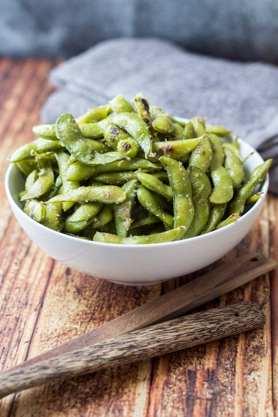 Looking for edamame recipes? Try this great one! This Ginger and Garlic Edamame Beans recipe is so easy with edamame beans, olive oil, grated ginger and garlic and sea salt for a delicious appetizer or side dish.