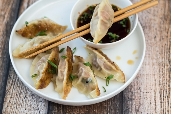 Easy asian potstickers the wanderlust kitchen easy asian potstickers filled with ground pork veggies and oyster sauce so forumfinder Image collections