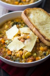 easy-tuscan-soup-white-beans-recipe-550