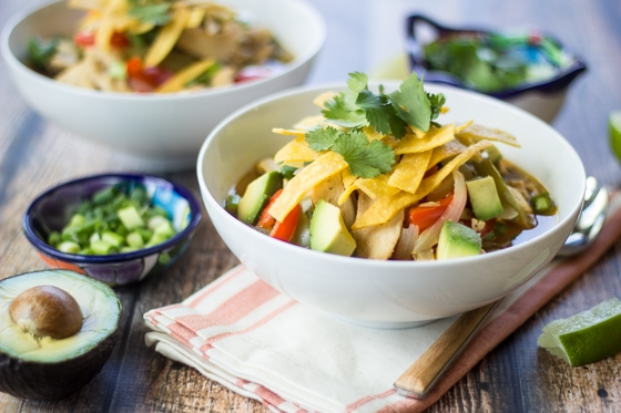 With all of the flavor of your favorite Mexican dish, this super easy Chicken Fajita Soup recipe satisfies even the strongest craving!