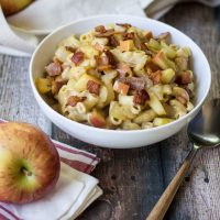 Apple Bacon Mac and Cheese