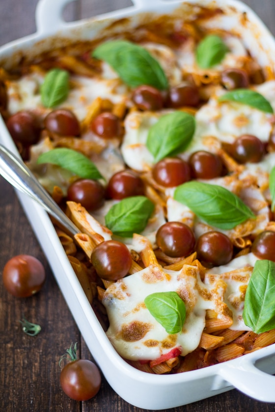 Pre-boiling pasta is for chumps. Take your laziness game to a whole new level with this scrumptious no-boil Caprese Pasta Bake!