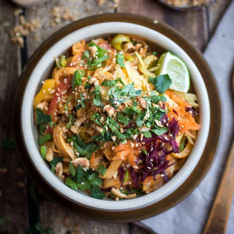 Panang curry paste takes this peanut sauce to a whole new level! | Panang Peanut Noodles #thai #peanut #noodles
