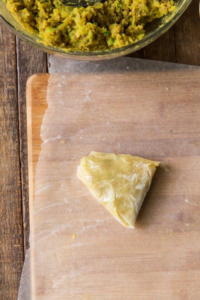 how to fold a samosa