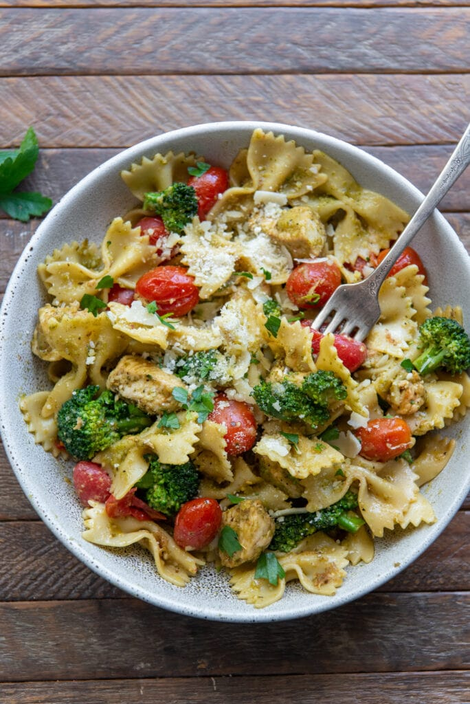 This Healthy Chicken Pesto Pasta recipe blends the great flavor of pesto with bowtie pasta, cherry tomatoes, broccoli and parmesan cheese for a delicious dinner in 30 minutes.