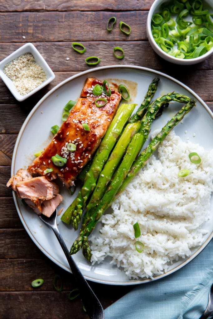 Looking for a salmon recipe Asian? Check this out! This Asian Salmon Recipe is salmon topped with a glaze filled with the bold flavors of hoisin sauce, garlic, and siracha.