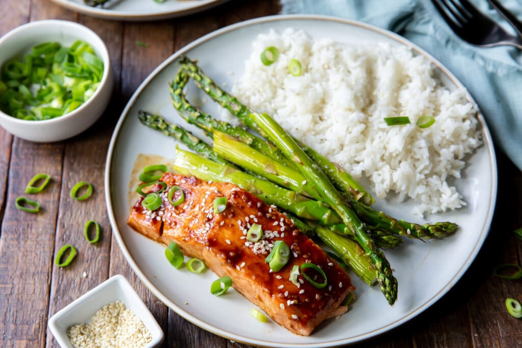 Looking for Asian salmon recipes? Check this out! This Asian Salmon Recipe is salmon topped with a glaze filled with the bold flavors of hoisin sauce, garlic, and siracha.