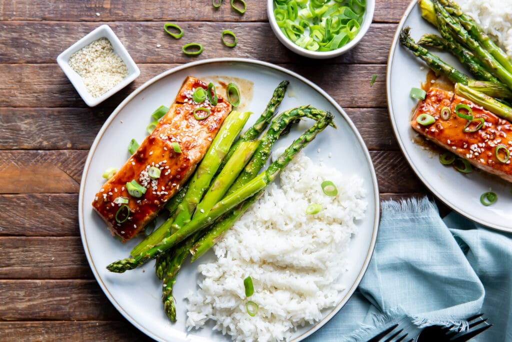 Looking for a salmon Asian recipe? Check this out! This Asian Baked Salmon Recipe is salmon topped with a glaze filled with the bold flavors of hoisin sauce, garlic, and siracha.
